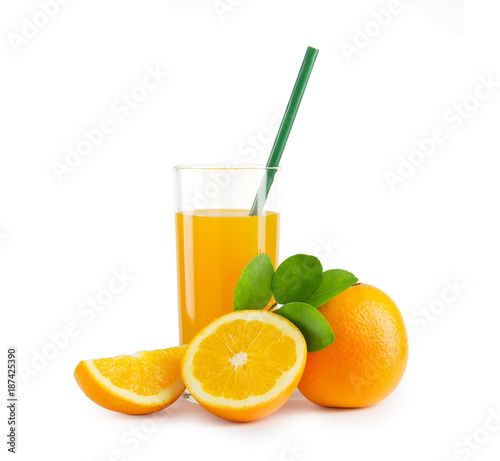 Foto op Plexiglas Sap A glass of orange juice and a slice of orange isolated on white background with clipping path