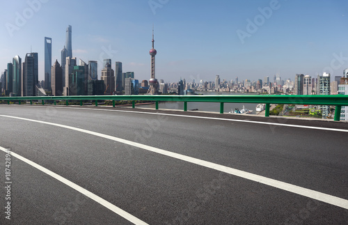 Aluminium Shanghai Empty road surface floor with city landmark buildings of Shanghai Skyline