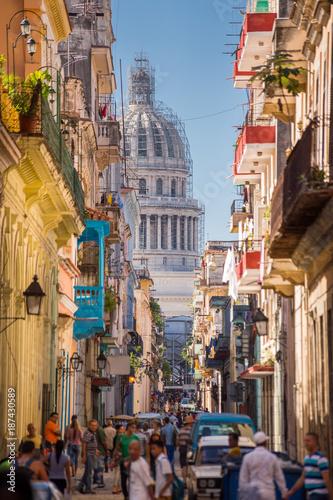 Aluminium Havana Havana, Cuba, El Capitolio seen from a narrow street