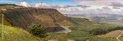 Fotobehang Panoramafoto s View over Llyn Fawr and Craig y Llyn in Rhondda Cynon Taf, Mid Glamorgan, Wales, UK
