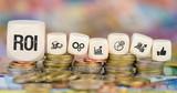 ROI / Münzenstapel mit Symbole - 187463180