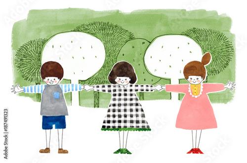 公園で手をつなぐ子供たち - 187491323