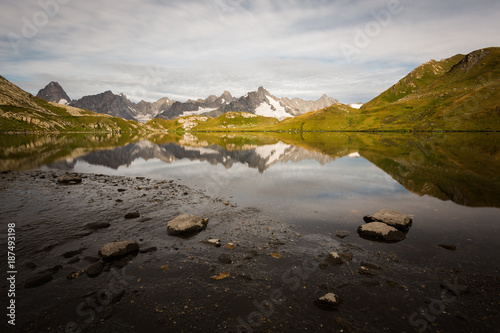 Fotobehang Zwart Les Lacs de Fenêtre dans les Alpes suisses