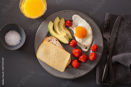 fried egg, avocado, tomato for healthy breakfast - 187503349