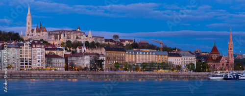 Foto op Plexiglas Boedapest Matthias Church and Fisherman Bastion in nungarian light