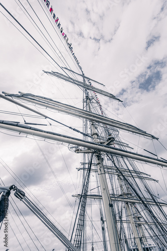 Foto op Aluminium Schip Old sailing ship mast. Tall ship rigging detail. Masts and rigging of a sailing ship