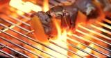 brochettes sur un barbecue - 187541570