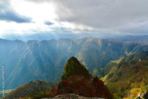 In de dag Blauwe jeans 日本の山の夕景と光線