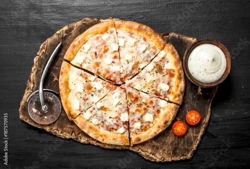 pizza-con-queso-y-hierbas-aromaticas