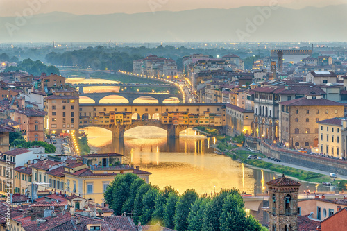 Staande foto Florence Florence sunset city skyline and Ponte Vecchio Bridge, Florence, Italy