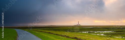 Fotobehang Noordzee Unwetter auf dem Deich