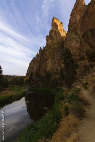 Tuinposter Chocoladebruin Colorful Sunset Over Smith Rock State Park and Crooked river in Central Oregon