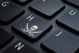 Teclas de laptop con simbolo hacker - 187619322