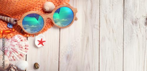 Foto Murales beach accessories glasses hat cockleshells