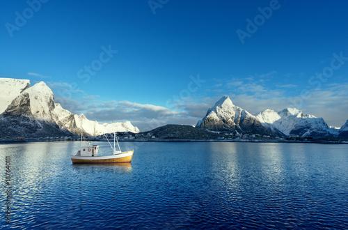Foto auf Acrylglas See sonnenuntergang fishing boat and Reine Village, Lofoten Islands, Norway