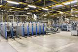 Industriemaschinen in einer Großdruckerei - Weiterverarbeitung der fertigen Druckprodukte // Industrial machines in a large printing plant - further processing of the finished print products