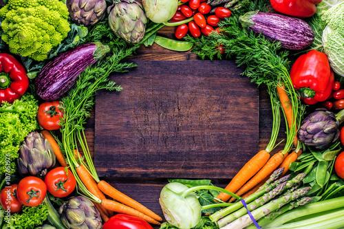Frische Gemüse Hintergrund - 187651976
