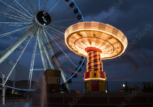 Staande foto Chicago Navy Pier rides illuminated at sunset, Chicago, IL, USA on the 4th August, 2017