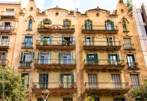 Aluminium Barcelona Open Doors on Old Barcelona Apartment