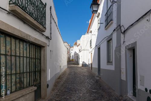 Aluminium Smalle straatjes Ruas da Cidade de Evora, em Portugal, em dezembro de 2017