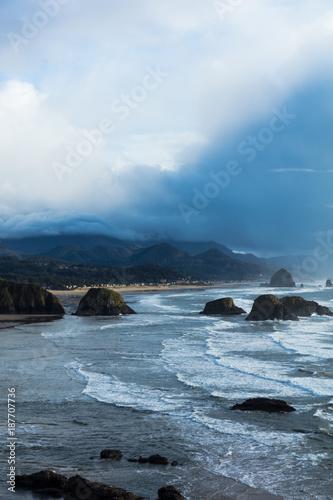 Foto Murales Canon Beach. Oregon Coast. Haystack Rock. Pacific Northwest coastline. Ocean waves. Cloudy sunset.