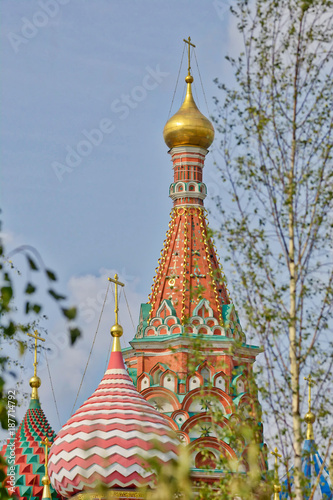 Foto op Aluminium Moskou Ancient Russian Christian church in Moscow. Architecture of ancient Russia. Domes on a blue sky background.