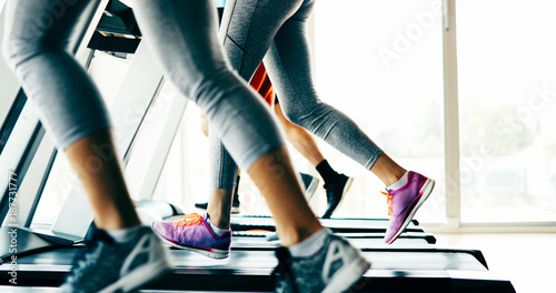 Fridge magnet Picture of people running on treadmill in gym