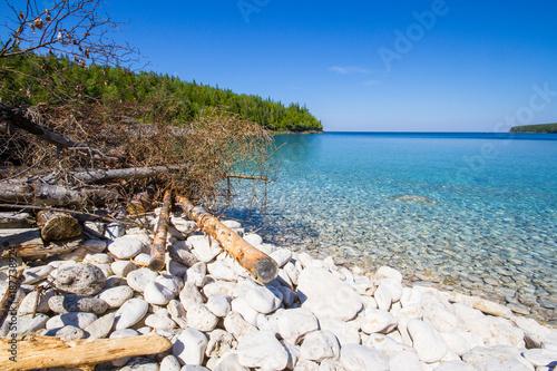 Foto op Plexiglas Canada Crystal water and white stony coastline at Bruce Peninsula National Park Ontario Canada