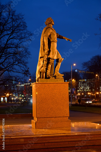 Foto op Canvas Bruin KALININGRAD, RUSSIA. A monument to Peter I with evening illumination