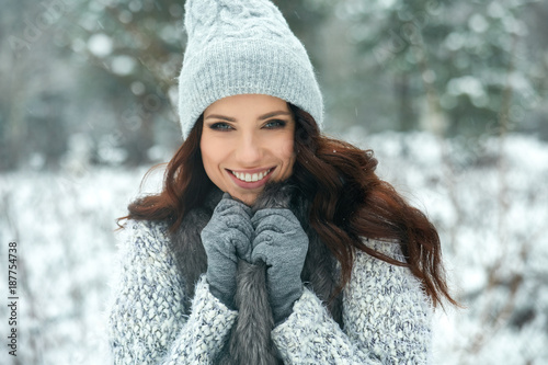 Zobacz obraz beautiful smiling young woman in wintertime outdoor. Winter concept