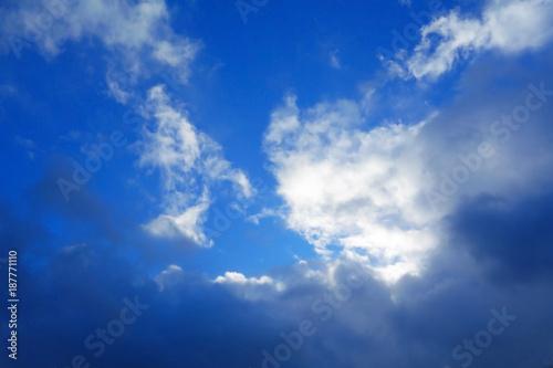 Staande foto Donkerblauw Wolkengebilde