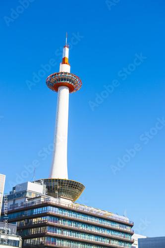 Fotobehang Kyoto 京都駅前 京都タワーの見える風景