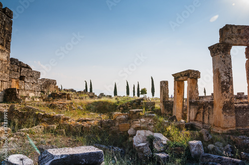 Foto Murales Ruins of the ancient city Hierapolis in Pamukkale, Turkey in a beautiful summer day