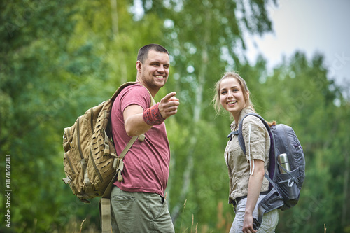 Foto Murales two travelers in the forest