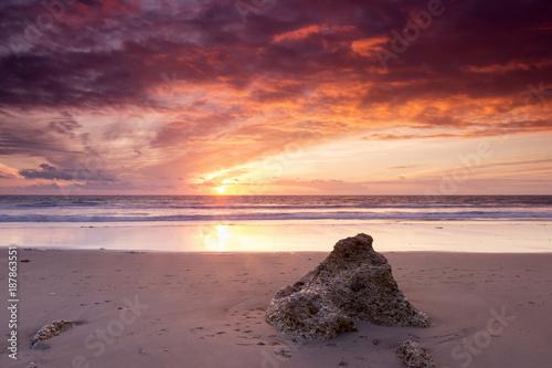 Foto op Canvas Zee zonsondergang Atardecer en la playa de la Barrosa