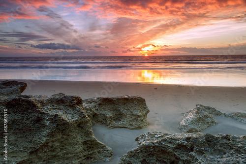 Aluminium Strand Formacion de rocas en la orilla de la playa