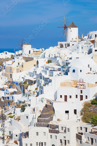 Foto Murales Santorini - The look to part of Oia with the windmills.