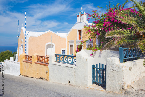 Santorini - The beautifull look with the flowers decored house and little church in Oia.