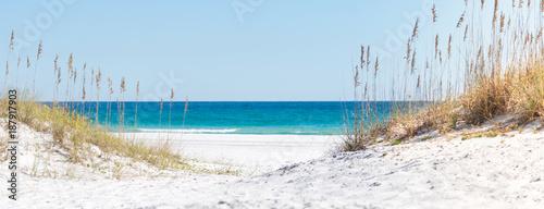 Pensacola Beach Panorama, Florida blauer Himmel und weißer Sand, Mexiko, Horizont, Florida, Paradies, Whitehaven, Fidschi, Mauritius, Malediven, Bora Bora, Hawaii - 187917903