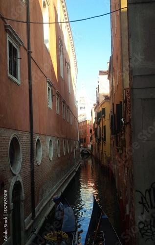 Tuinposter Venice stretto canale veneziano