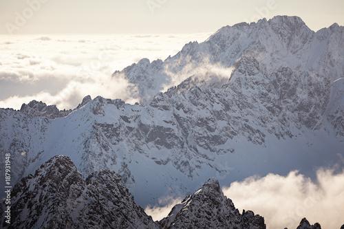 wysokie góry Tatry zimą - 187931948