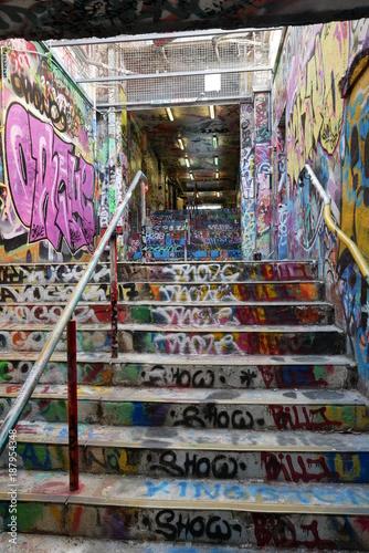 Deurstickers Oude verlaten gebouwen Graffiti tunnels