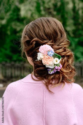 Aluminium Kapsalon beautiful wedding hairstyle at the girl