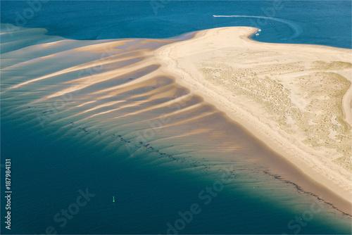 In de dag Groen blauw Vue aérienne de bancs de sable sous l'eau au Banc d'Arguin à Arcachon en France