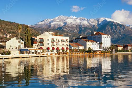 Fotobehang Natuur Park Sunny winter in Montenegro. View of embankment of Tivat city