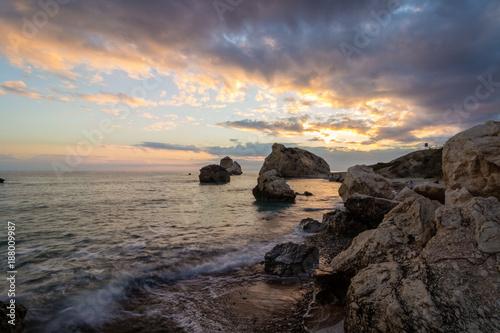 Keuken foto achterwand Zee zonsondergang Aphrodite Rock, Cyprus