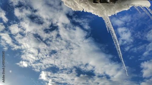 氷柱と青空