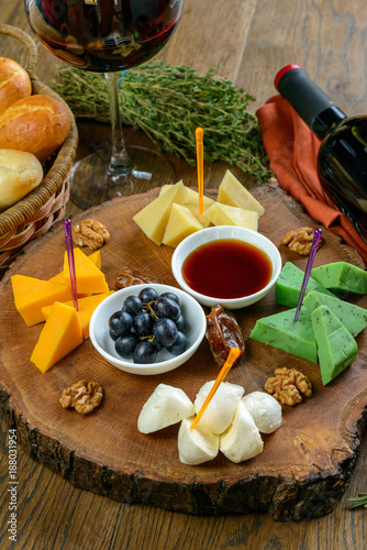 cheese appetizer to wine