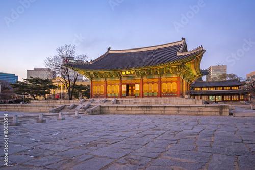 Deurstickers Seoel Deoksugung Palace at twilight in Seoul city, Korea.