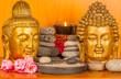 têtes de Bouddhas sur étagère zen